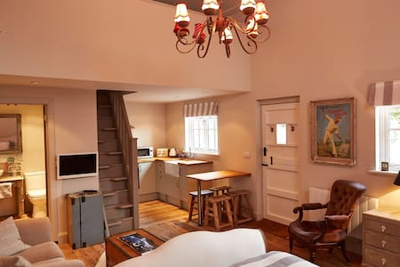 The Lodge at Blue Door Barns - Beddingham - House