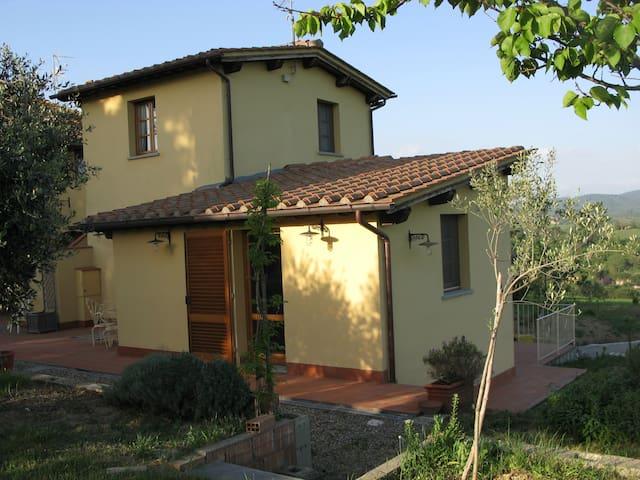 delizioso ed ampio monolocale con servizi - Montelupo fiorentino - Apartment