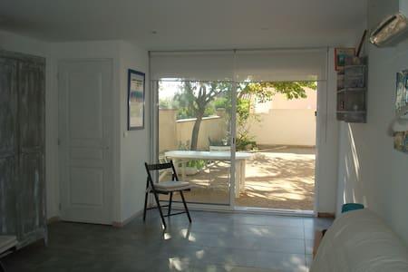 Studio 25 m². centre ville proche des plages. - Carry-le-Rouet - Villa