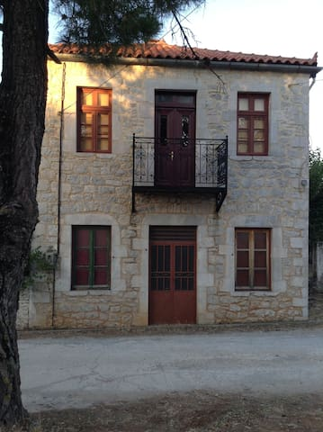 Old Stone House in Peleta