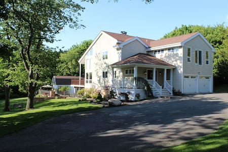 Serene and private North Fork home w/pool - Southold - Maison
