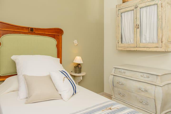 camera con letto singolo piano superiore