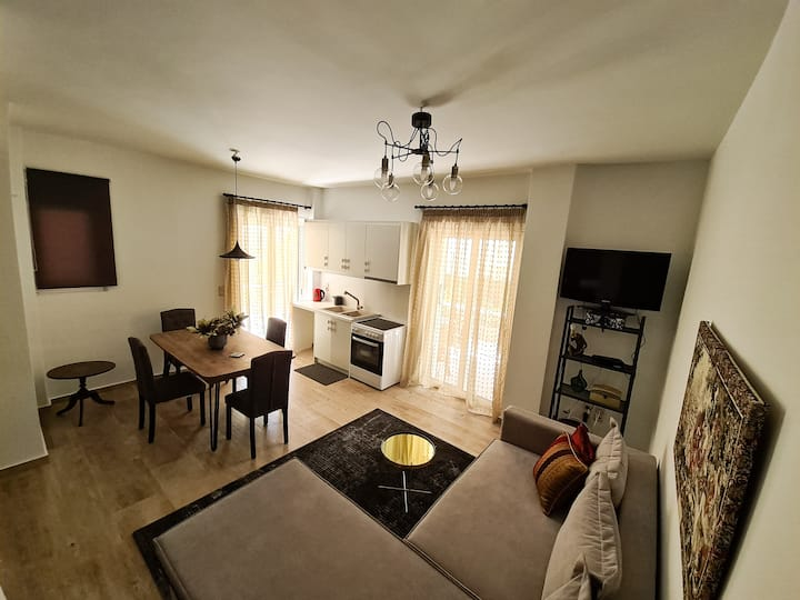 Live In the Heart Of Glyfada - Literally!