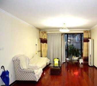 """大连""""北方明珠"""" 环境优雅两居室 与海边近在咫尺 - Dalian"""