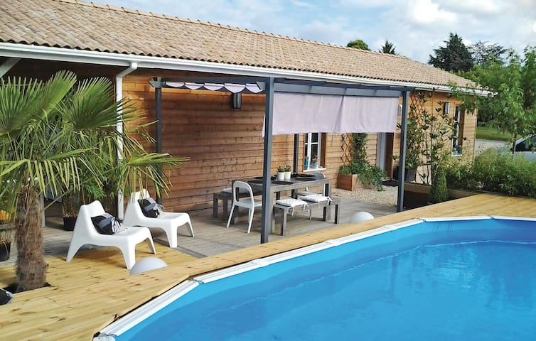 Holiday cottage with 2 bedrooms on 90 m² in ST-MICHEL-L'ECLUSE/Le-