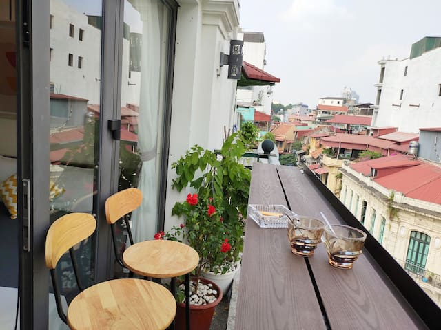 ★Quaint View from Large Balcony★HanoiOldQuarter