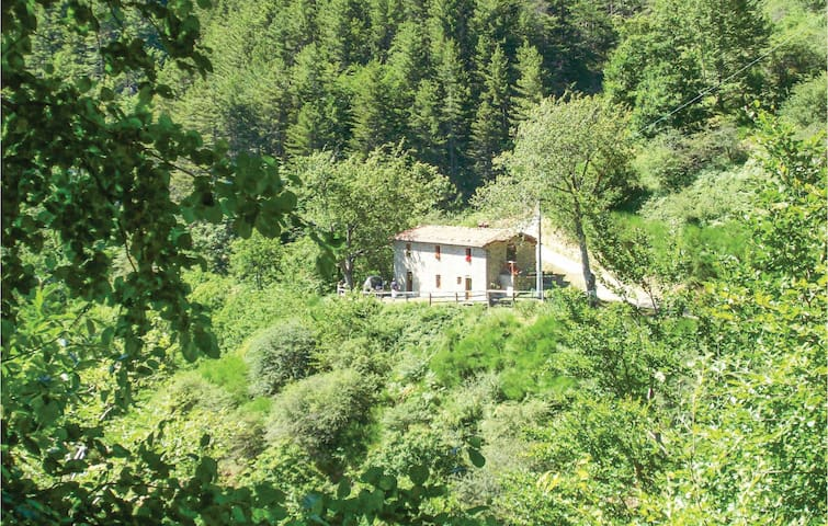 Holiday cottage with 2 bedrooms on 90m² in Barga LU
