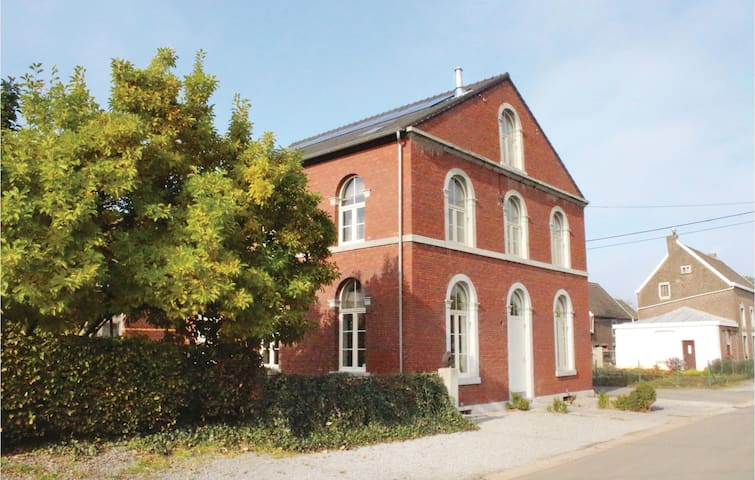 Holiday cottage with 2 bedrooms on 72m² in Richelle/Visé
