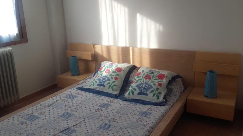 Apartamento nuevo en Jaca con garaje y trastero - Jaca - Apartament