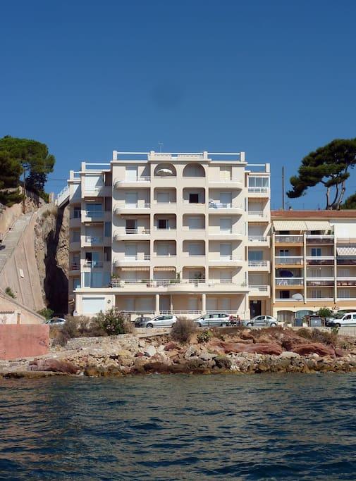 L'immeuble, vue de la mer