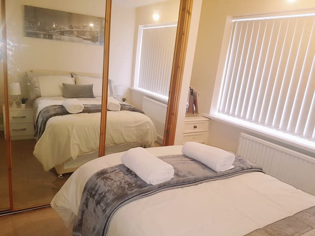 HILLTOP  PLACE: Room 1 near Meadowhall and M1.