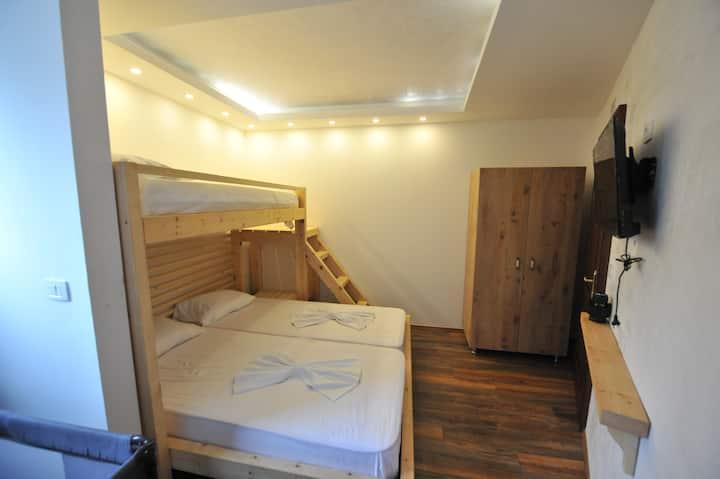 Family Private Room Hotel Legjenda