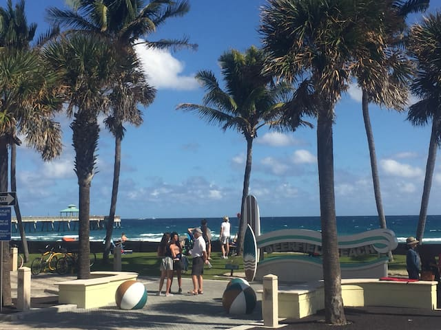 Unit 112 Deluxe 1 Bedroom Steps from the Beach! - Deerfield Beach - Byt