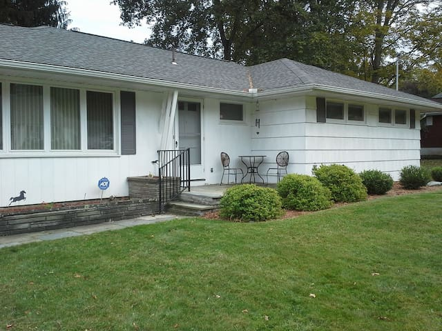 Lovely Ranch Home Walking Distance to BU