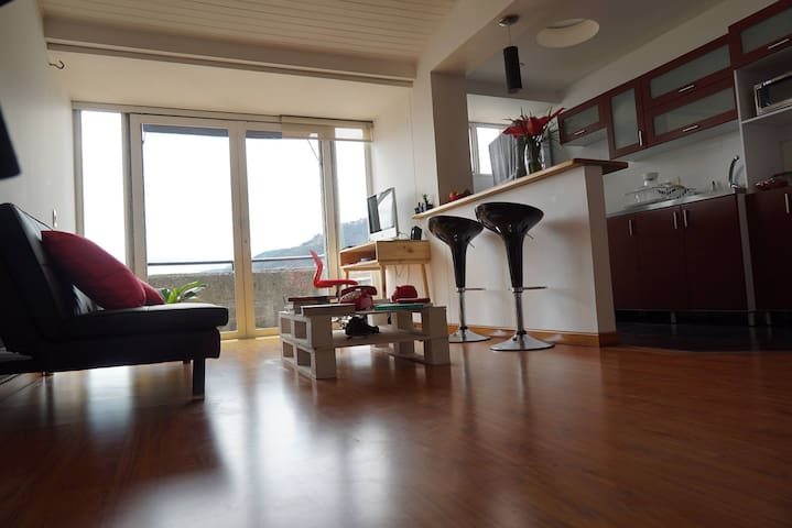 Bright room with private bathroom - Bogotá - Apartemen