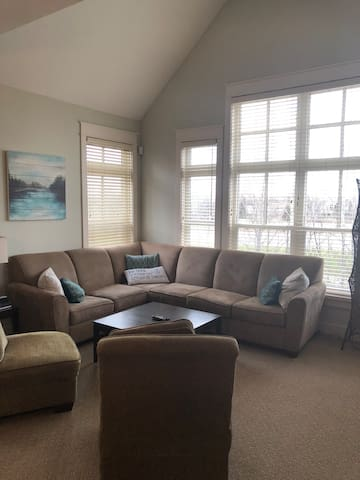 3 Bedroom Amazing and Spacious condo ...