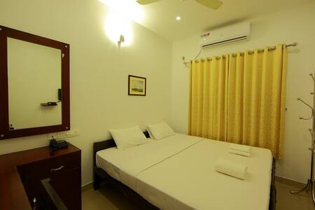 Standard A/C Room near Cochin Airport - Bed & Breakfast