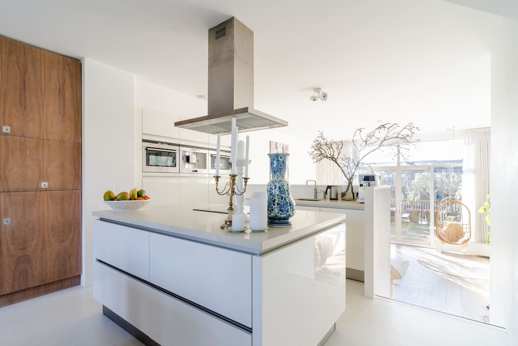Kitchen with everything you need (great coffee, steamer, ovens, dishwasser etc)