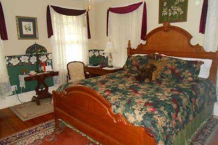 Magnolia room at the Magnolia Inn - Mount Dora