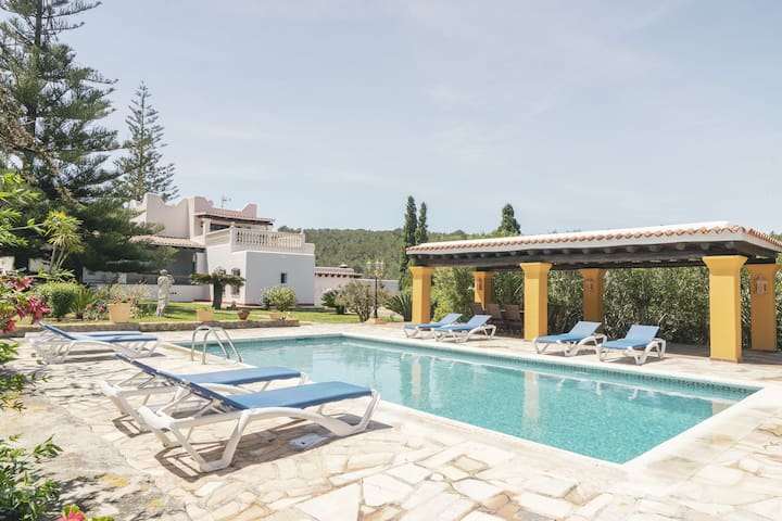 Magnificent country house with garden and private pool onheinde
