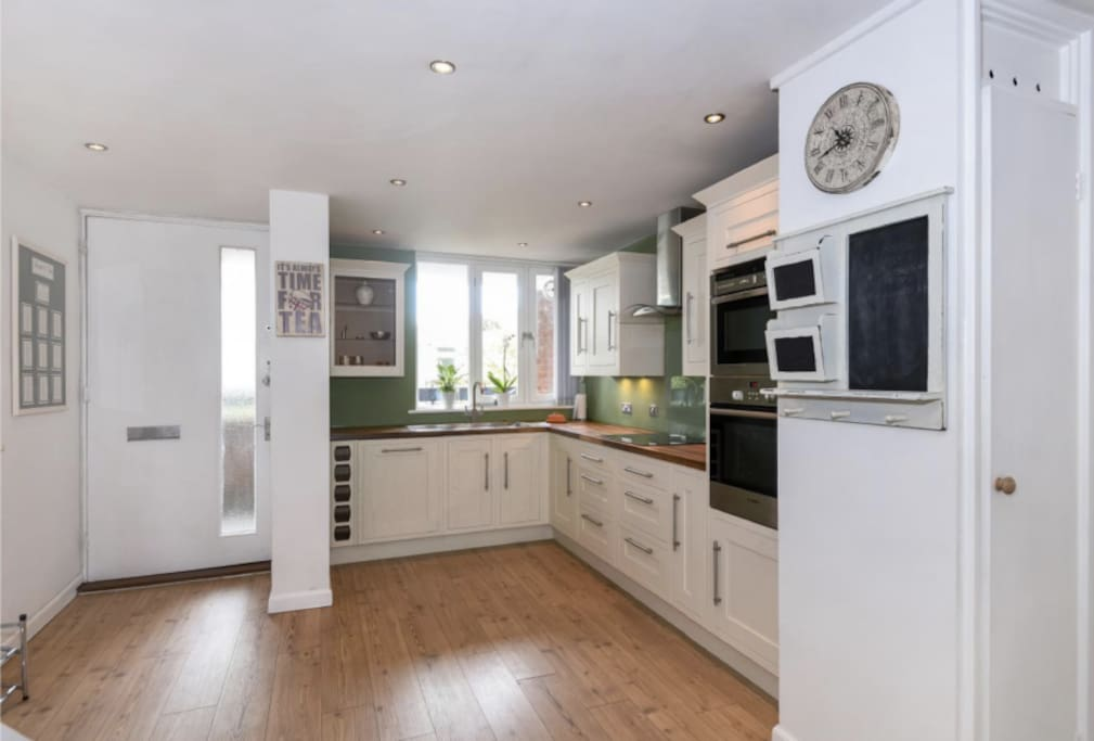 Kitchen - Open plan with sitting room
