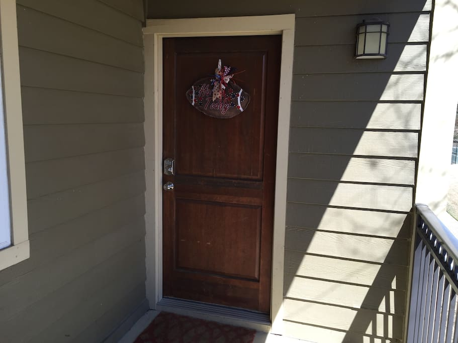 Welcome to Oxford! Keyless entry to second floor condo.