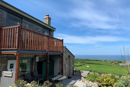 Rural cottage in Zennor with spectacular sea views