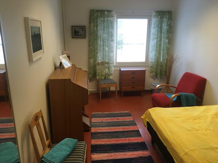 Vihreä talo - Casa verde, Sihteerin huone