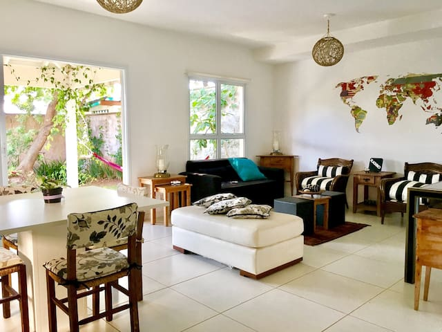 Beautiful house, secure and best location in town. - Campinas - House