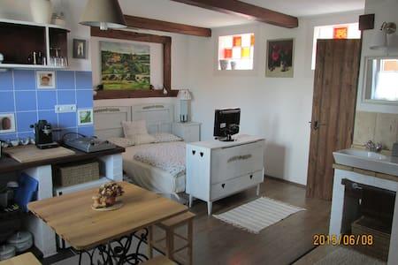 Patakpart Apartmanház/ Romantikus kuckó - Egerszalók - Casa