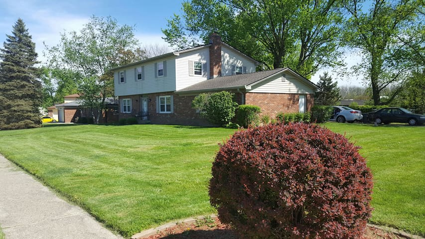 Nice area with amenities - Indianapolis - Casa