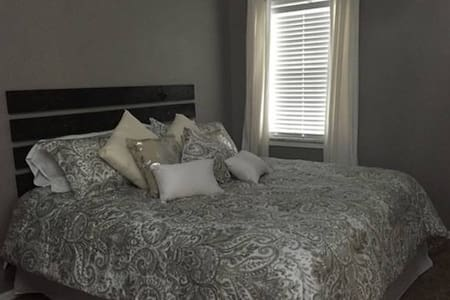 Clean private bedroom and bathroom - Gainesville - Huis