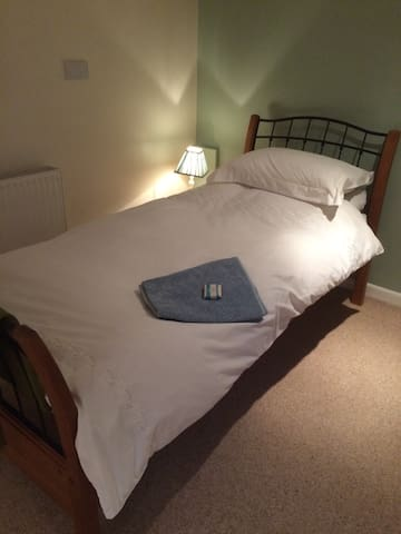 Spacious Twin Room near Bath - Paulton