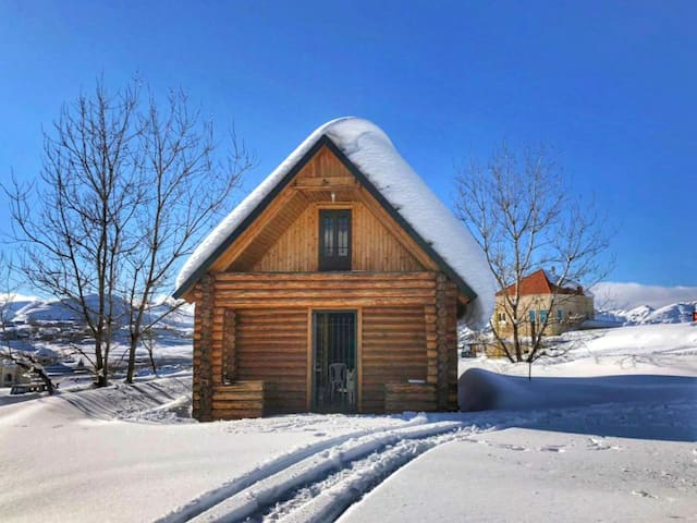 Cosy log house in the heart of Laqlouq