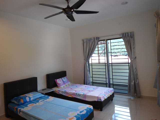 BE Home Room 2 - Bentong - 一軒家