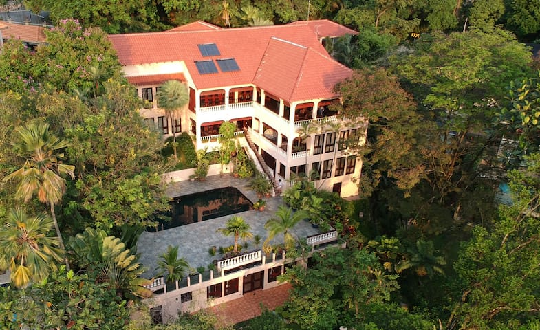 Bukit Tunku - Large, Private Villa, 2kms from CC
