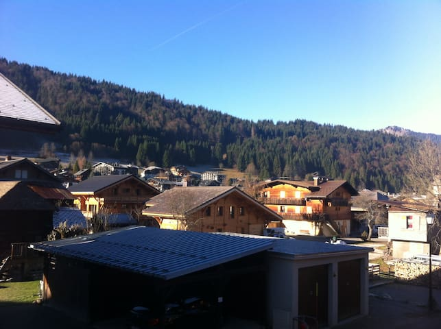 Morzine 2 bed Flat right by bubbles - Morzine - Apartment