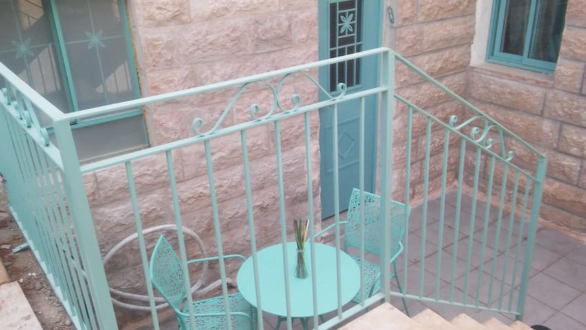 Sagi place - Mevo Beitar - Bed & Breakfast