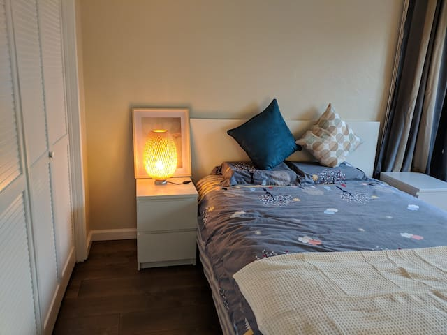 Large private room + close to caltrain/wholefoods