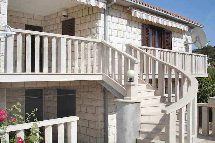 One bedroom apartment with air-conditioning Povlja, Brač (A-8628-c)