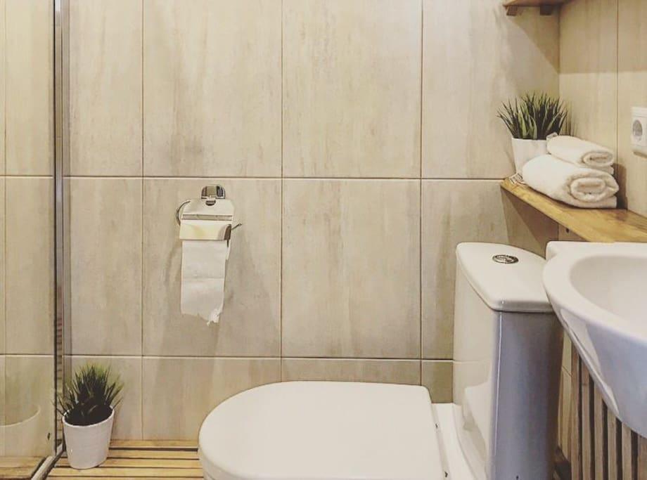 Туалет в деревенском стиле.