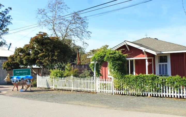 Historic Little Red Cottage in Harmony