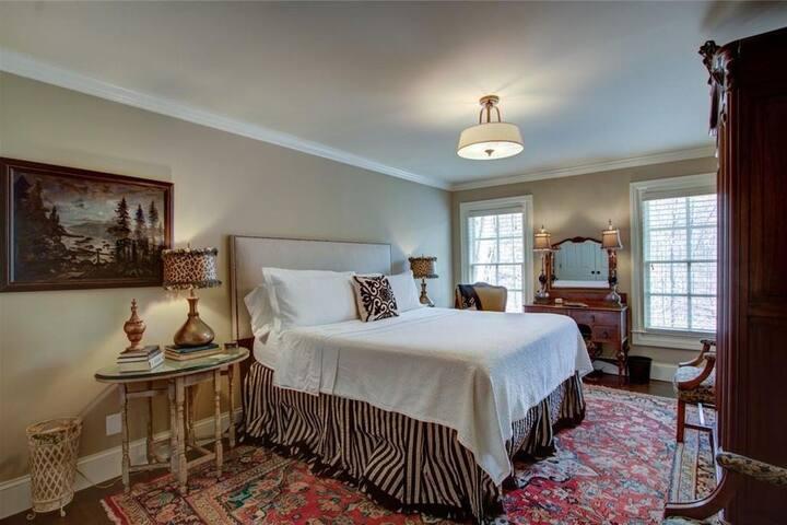 Birchwood Lake Estate, French Room