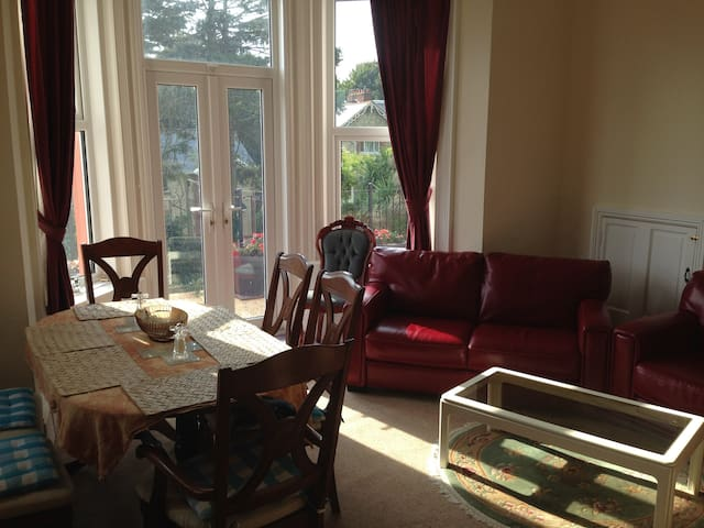 Spacious 3 bed apartment, Ventnor, Isle of Wight