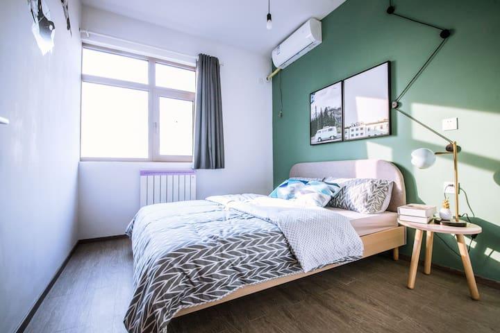 精品公寓 家电齐全 拎包入住 免费健身房 随时看房