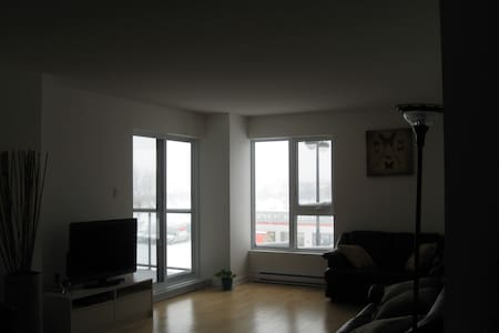 Montreal-nord..Room/couch in a nice condo - モントリオール