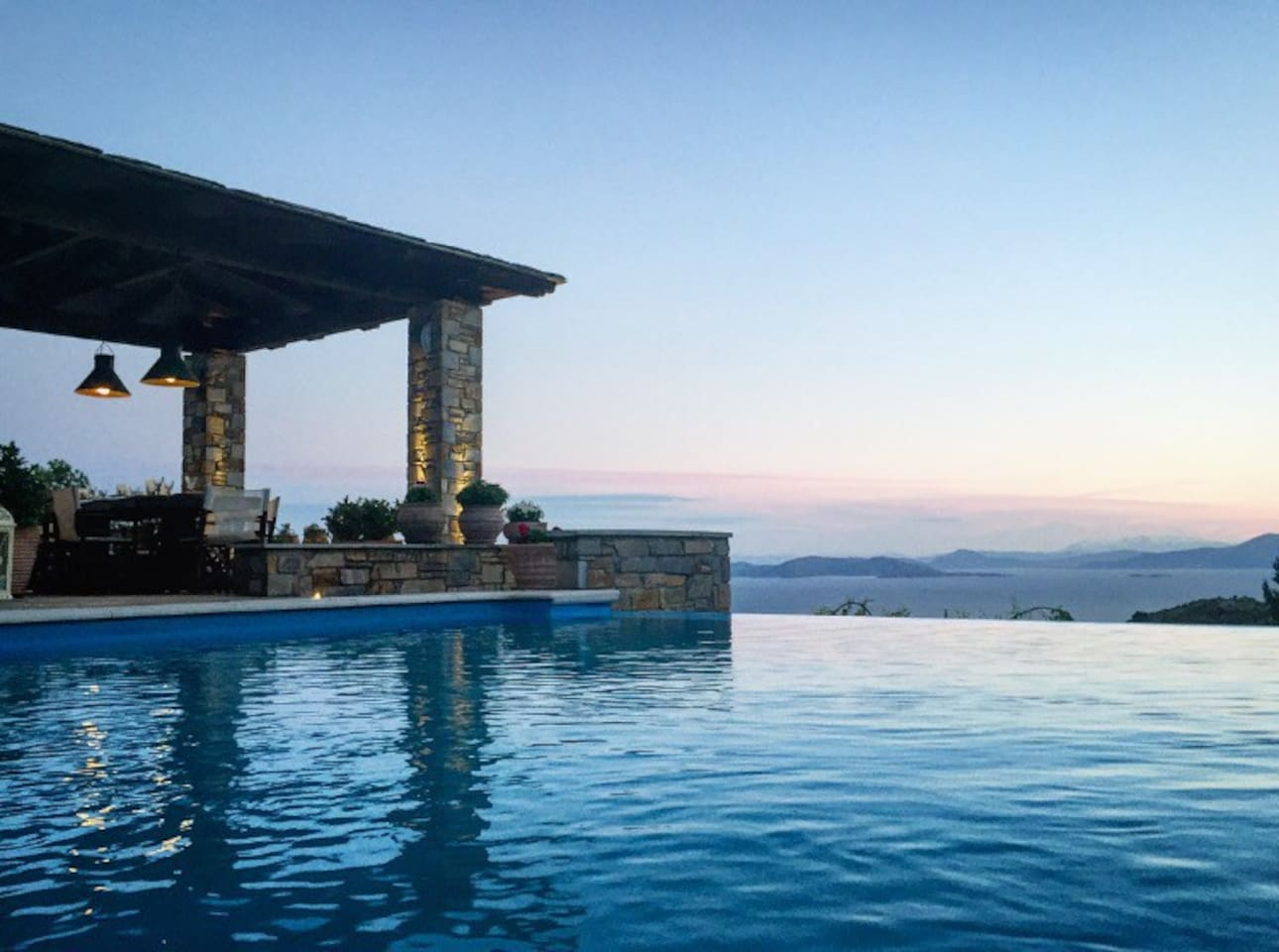 Akrolithos Villa combines breathtaking sea view with luxurious amenities