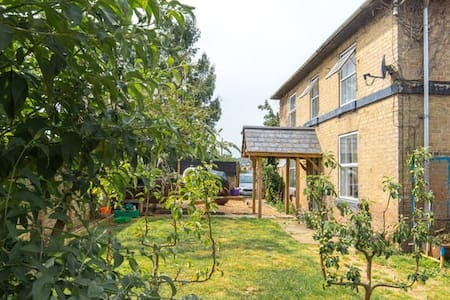 Victorian Farmhouse,Animals & Stables -Single Beds - Cambridgeshire - Rumah