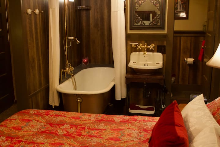 Stunning private vintage bedroom & bath Ambler PA!