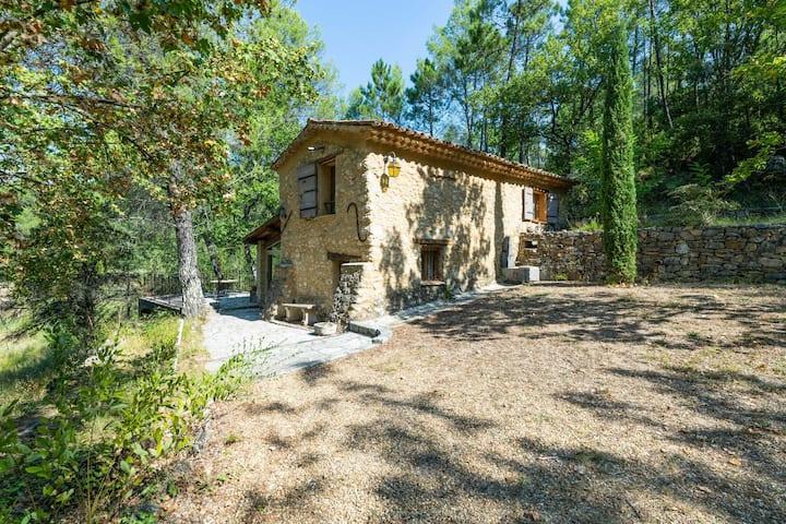 Maison de vacances historique avec terrasse à Barjols